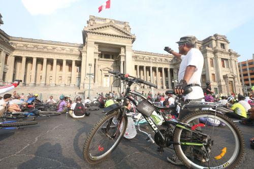 Ciclistas marchan para exigir justicia por caso de niño deportista atropellado
