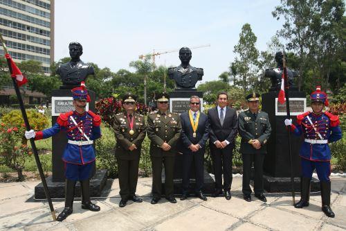 Ceremonia de cambio de guardia en el Santuario del parque reducto