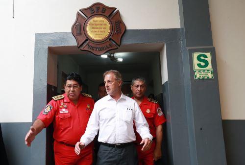Alcalde de Lima visita las instalaciones de la compañía de bomberos Roma 2