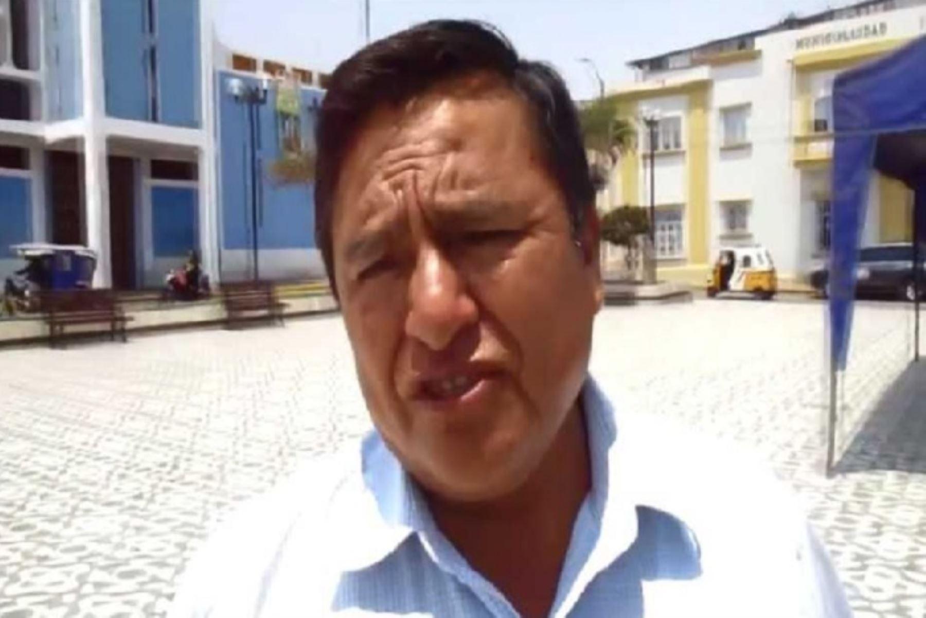 A cuatro años de pena privativa de la libertad suspendida y al pago de S/. 300,000 por reparación civil fue condenado Santos Apolinar Cerna Quispe, exalcalde del distrito de Pacanga, ubicado en la provincia de Chepén, región La Libertad; y cinco de sus funcionarios por el delito de negociación incompatible en agravio del Estado.