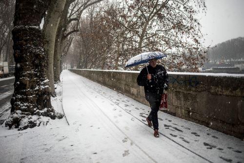 Y la nieve cae… Imágenes del crudo invierno en el Viejo Continente