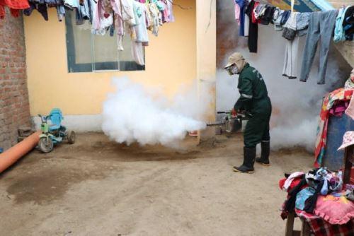 Brigadas de salud fumigaron alrededor de 700 viviendas en el distrito de Paiján, provincia de Ascope, región La Libertad, con el objetivo de controlar al zancudo vector del dengue.