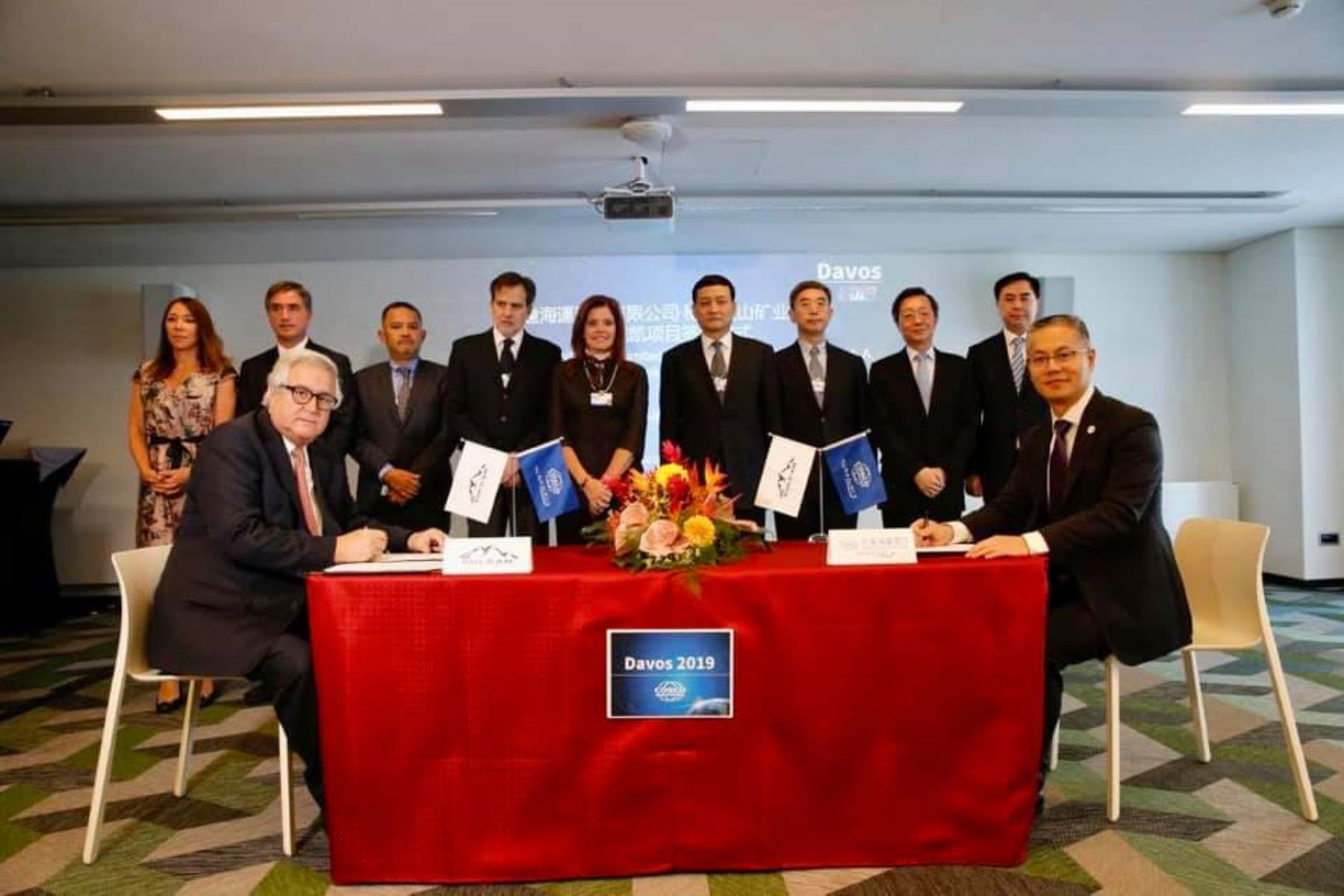 Firma de acuerdo entre la empresa peruana Volcan y la china Cosco Shipping Ports Limited. ANDINA/Difusión
