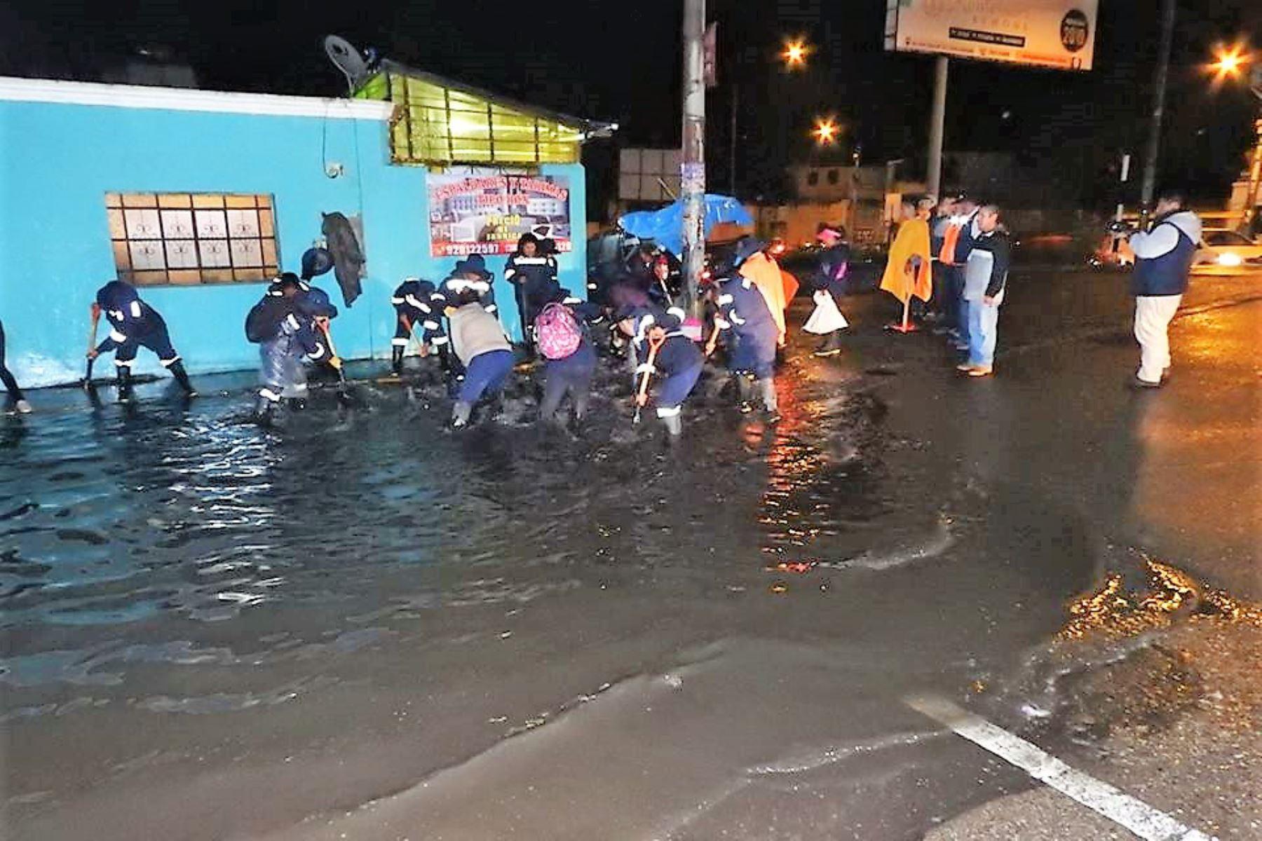 Lluvia intensa provocó aniegos en la ciudad de Arequipa. Foto: TVT Arequipa/Facebook
