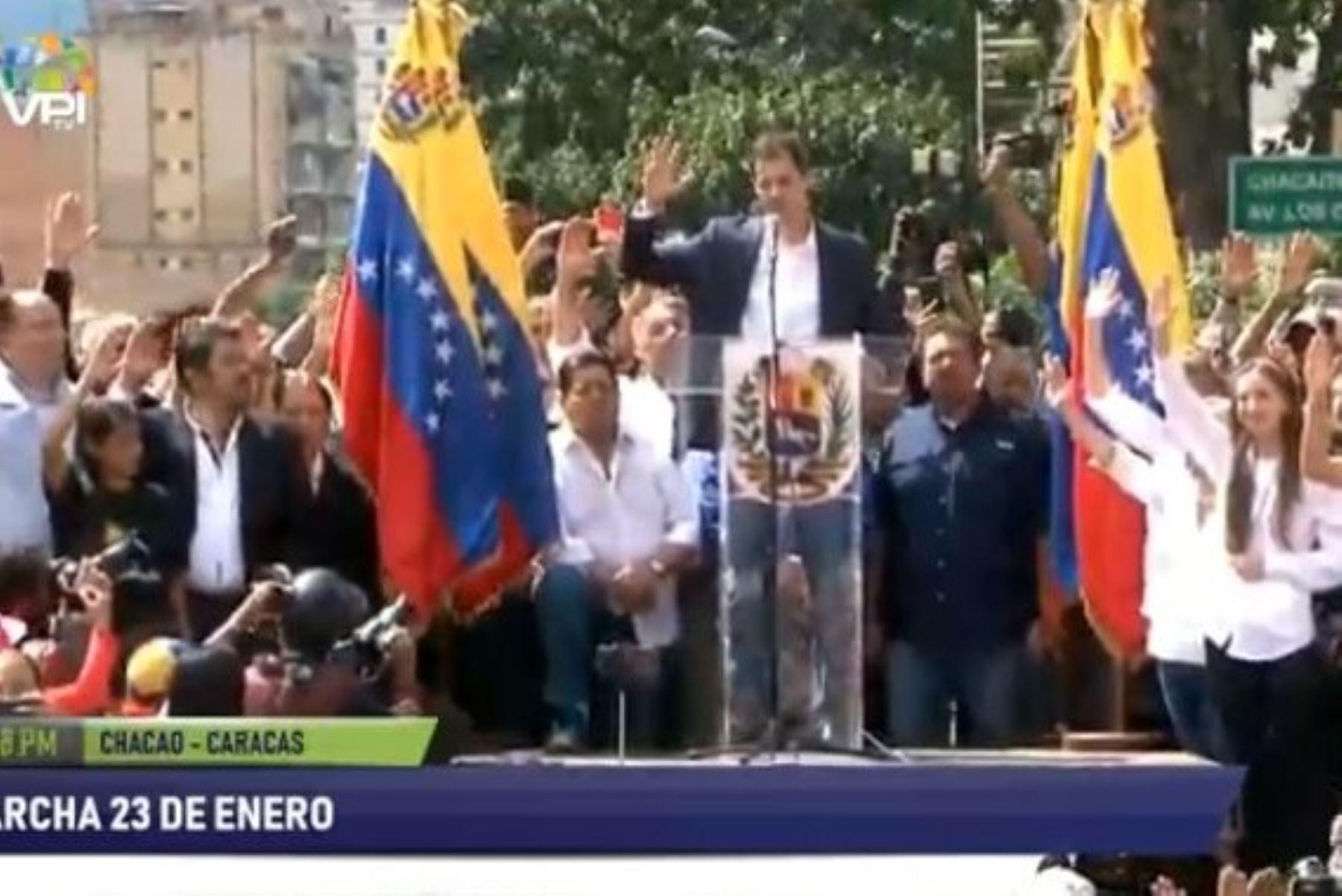 Juan Guaidó asume como presidente encargado de Venezuela Foto: @EfectoCocuyo/Twitter