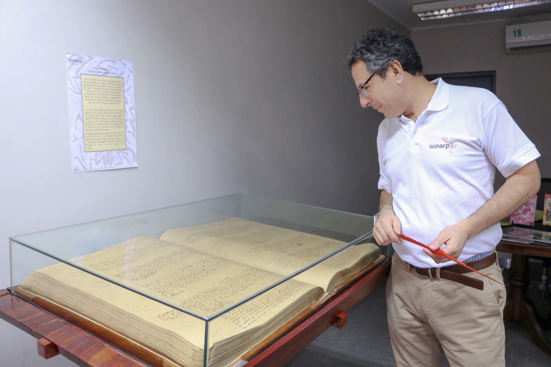 Declaran Patrimonio Cultural de la Nación a Tomo 1 del Libro Diario de Oficina Registral de Iquitos. ANDINA/Difusión