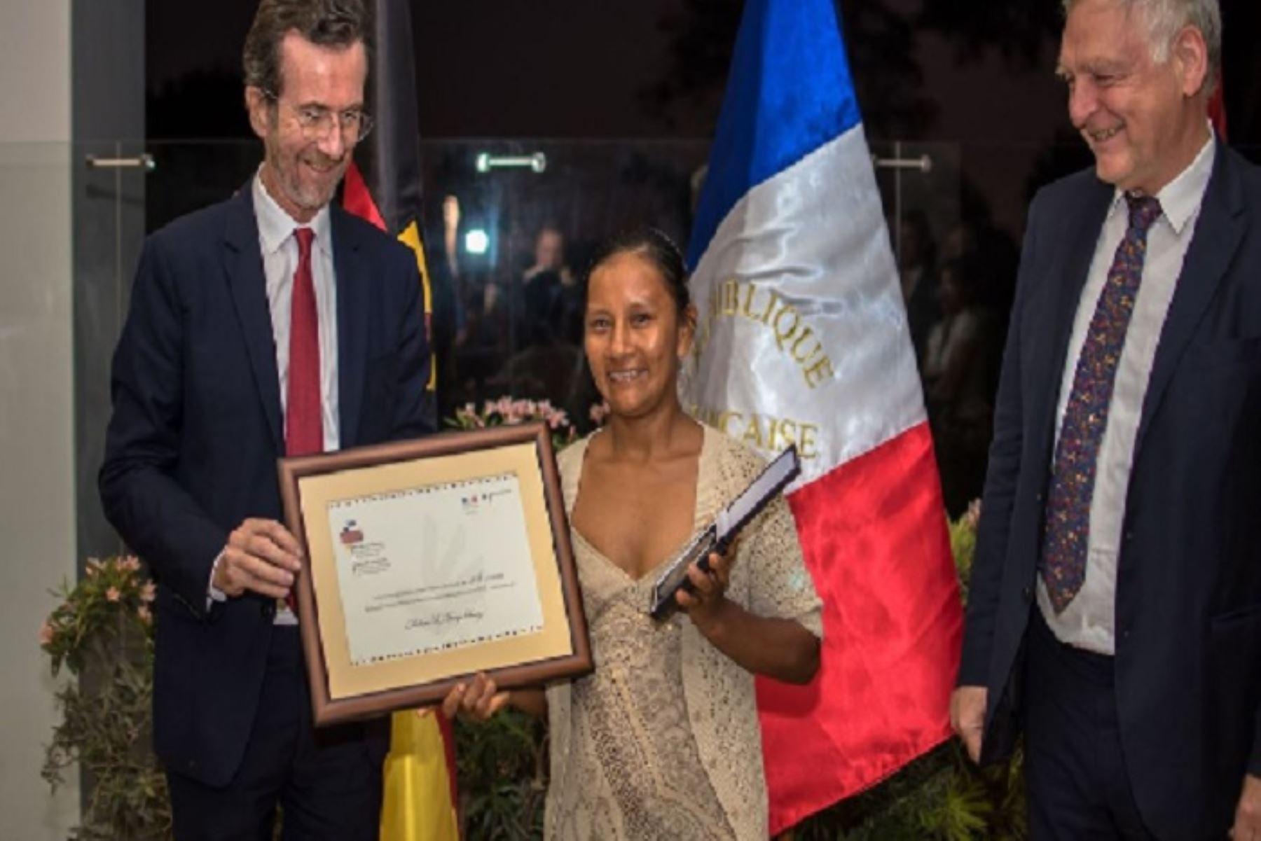 La lideresa amazónica Liz Chicaje Churay, que lucha por la seguridad territorial indígena, es una de los 15 galardonados con el Premio Franco-Alemán de Derechos Humanos y Estado de Derecho. Ella fue una persona clave para que el Parque Nacional Yaguas se vuelva realidad en enero de 2018.