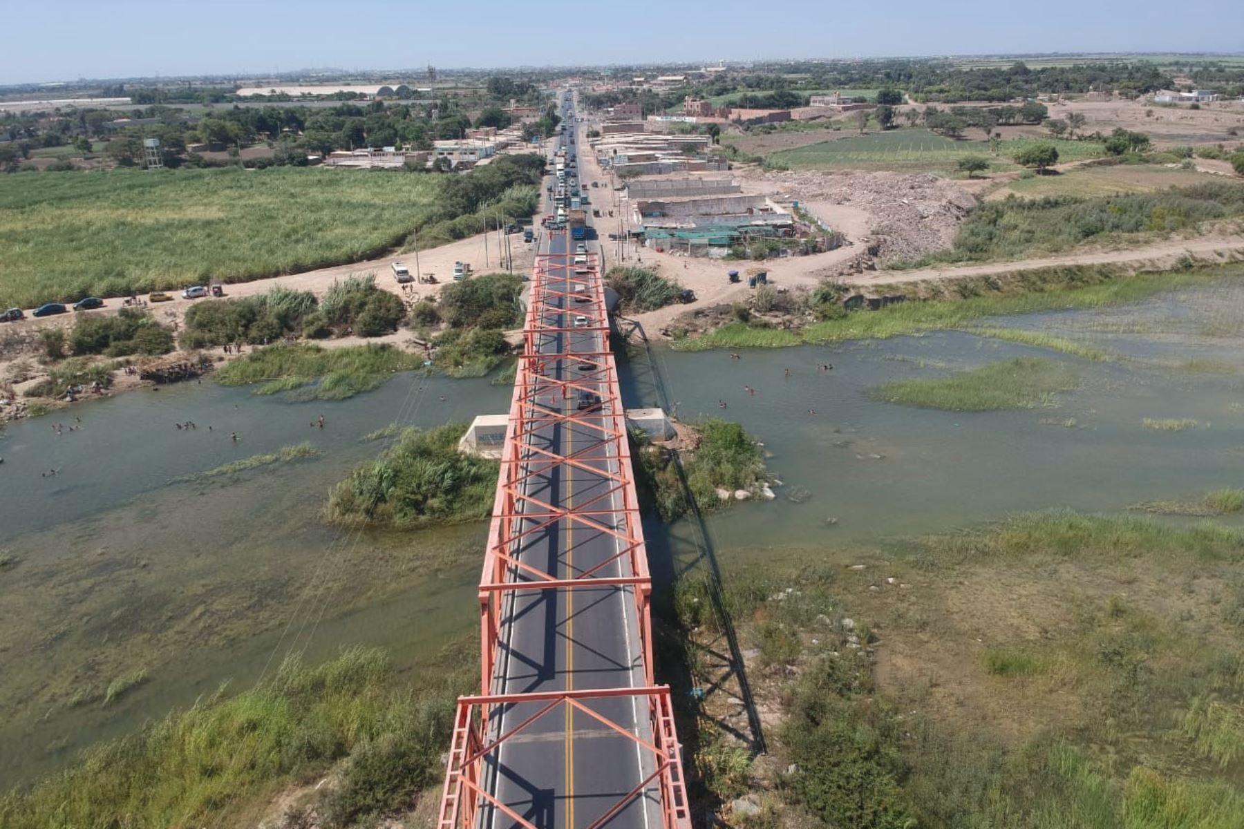 Autoridades de Lambayeque suspenden el tránsito en puente Reque ante posible colapso. ANDINA