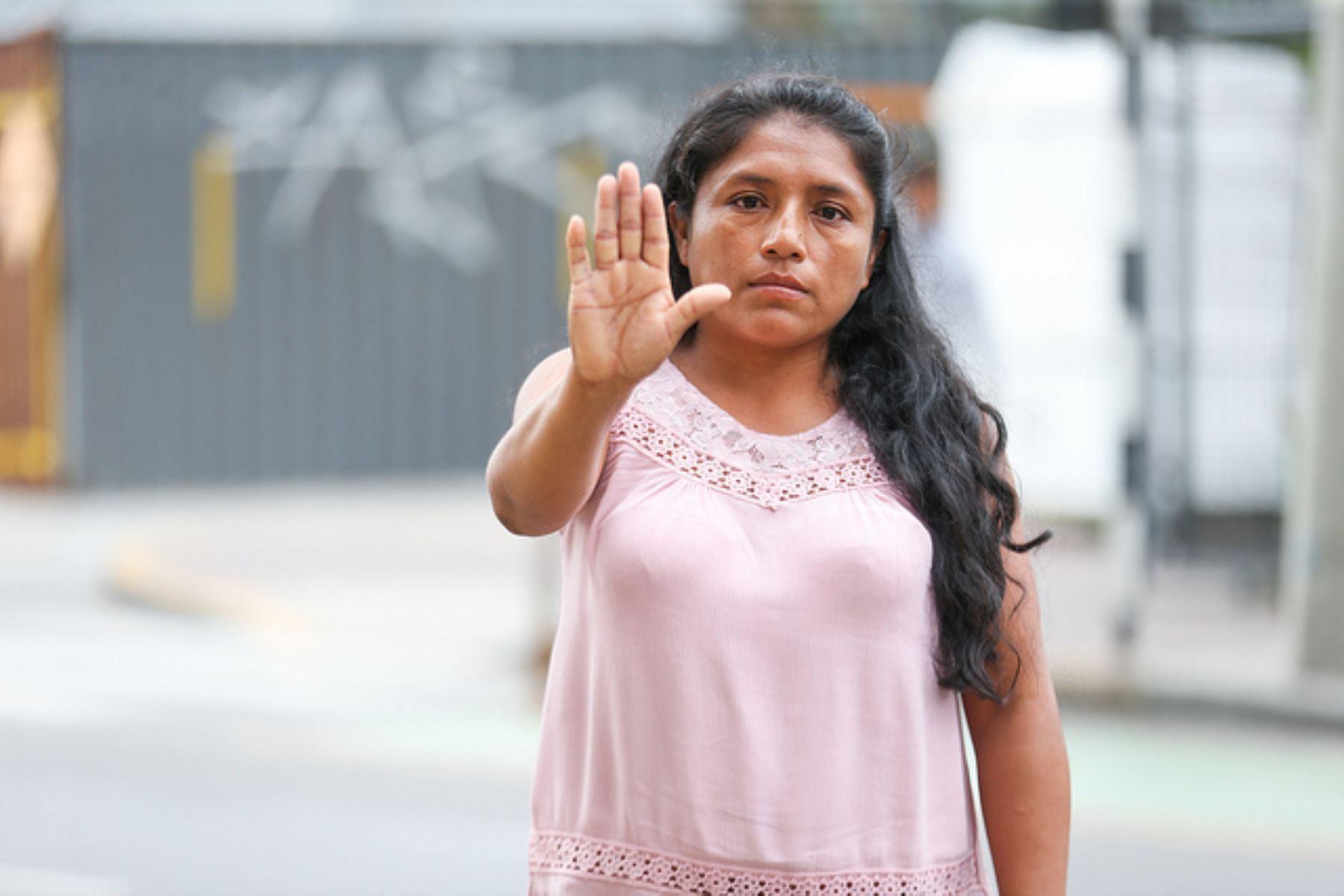 Defendió de la agresión que sufría Marianella Tarrillo, quien era amenazada por su conviviente, Alkamar Díaz Silva, quien tenía un cuchillo y una escopeta.