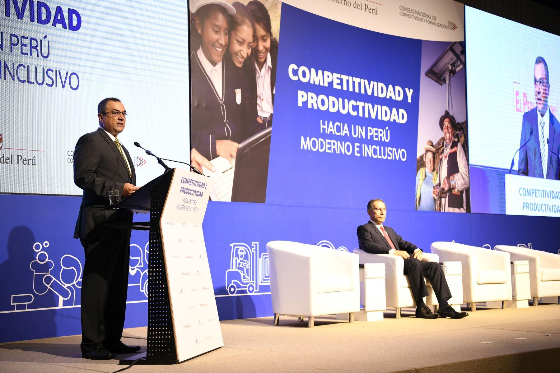 Ministro de Economía, Carlos Oliva. foto: ANDINA/Difusión.