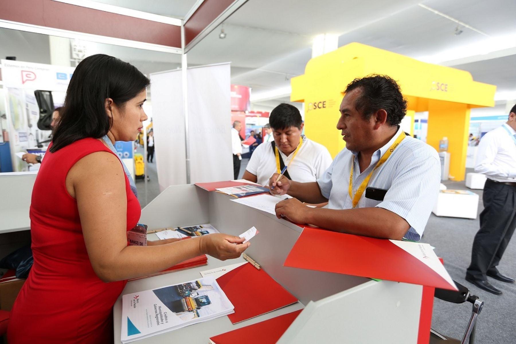 Alcaldes reciben asesoramiento de servicios del Banco de la Nación. Foto: Cortesía.