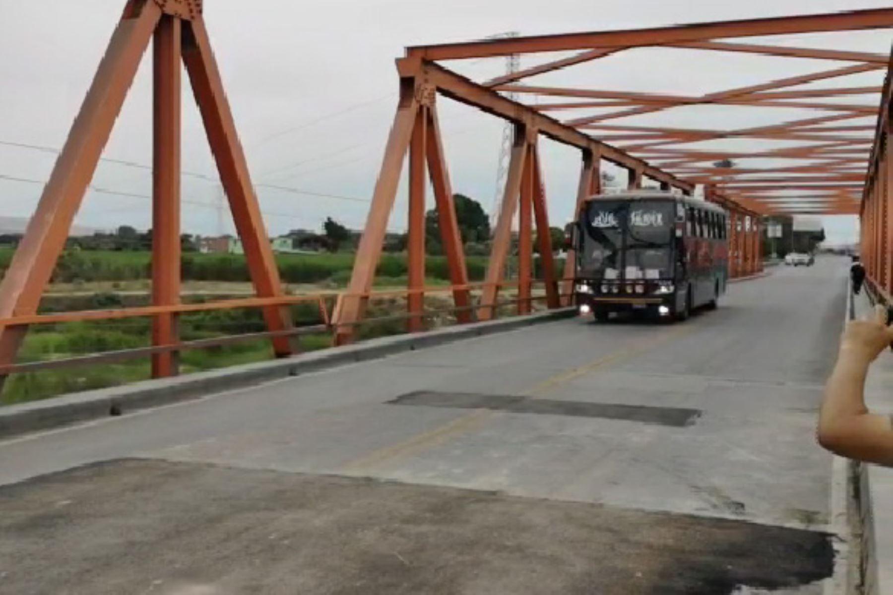 Reanudan pase vehicular en puente Reque al culminar trabajos de reparación. ANDINA