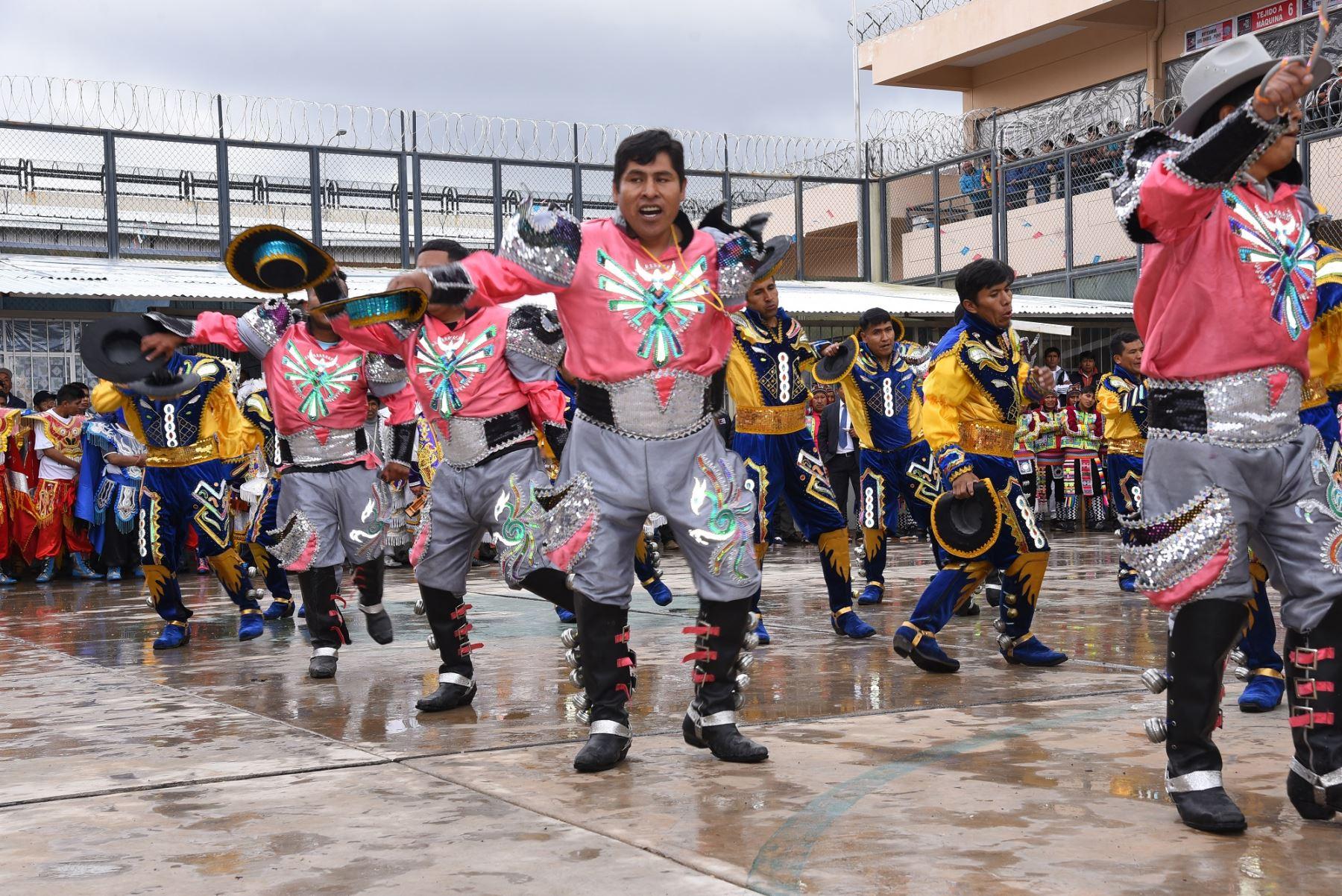 Internos de penal de Puno celebran Festividad de la Virgen de la Candelaria. ANDINA