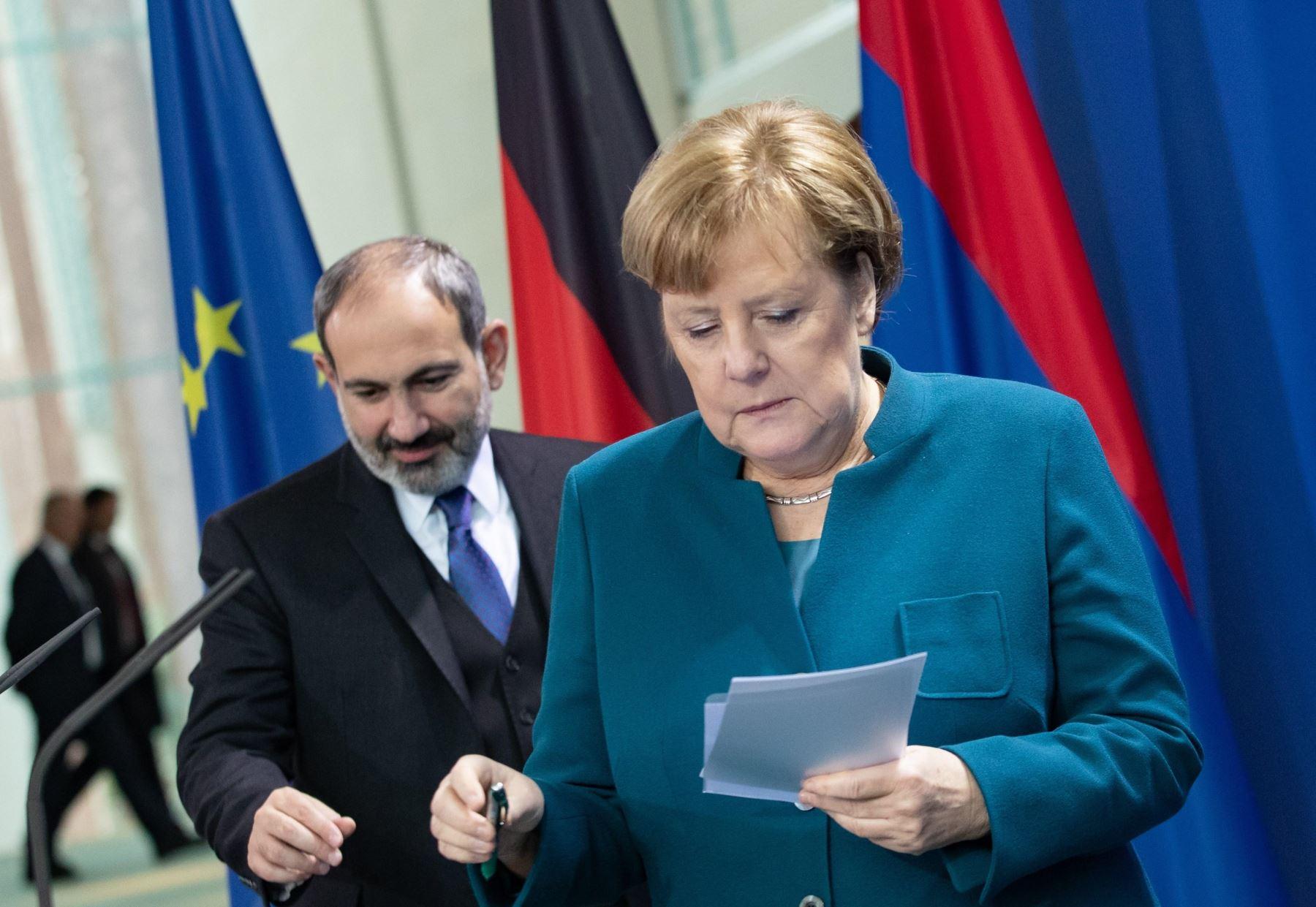 La canciller alemana, Angela Merkel, y el primer ministro de Armenia, Nikol Pashinyan, durante una rueda de prensa Foto: EFE