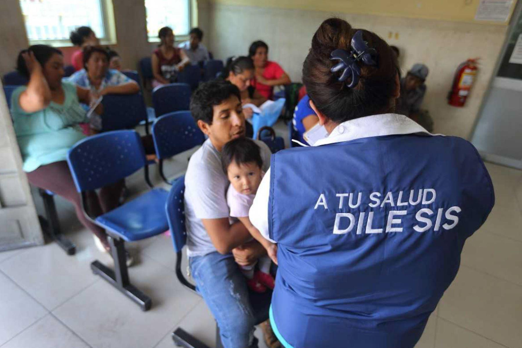 El Seguro Integral de Salud (SIS) aprobó la transferencia económica de 38 millones 767,011 soles a los hospitales y centros de salud de la región Piura para financiar las atenciones médicas, garantizar el abastecimiento oportuno de medicamentos, insumos, materiales médicos a favor de los afiliados.