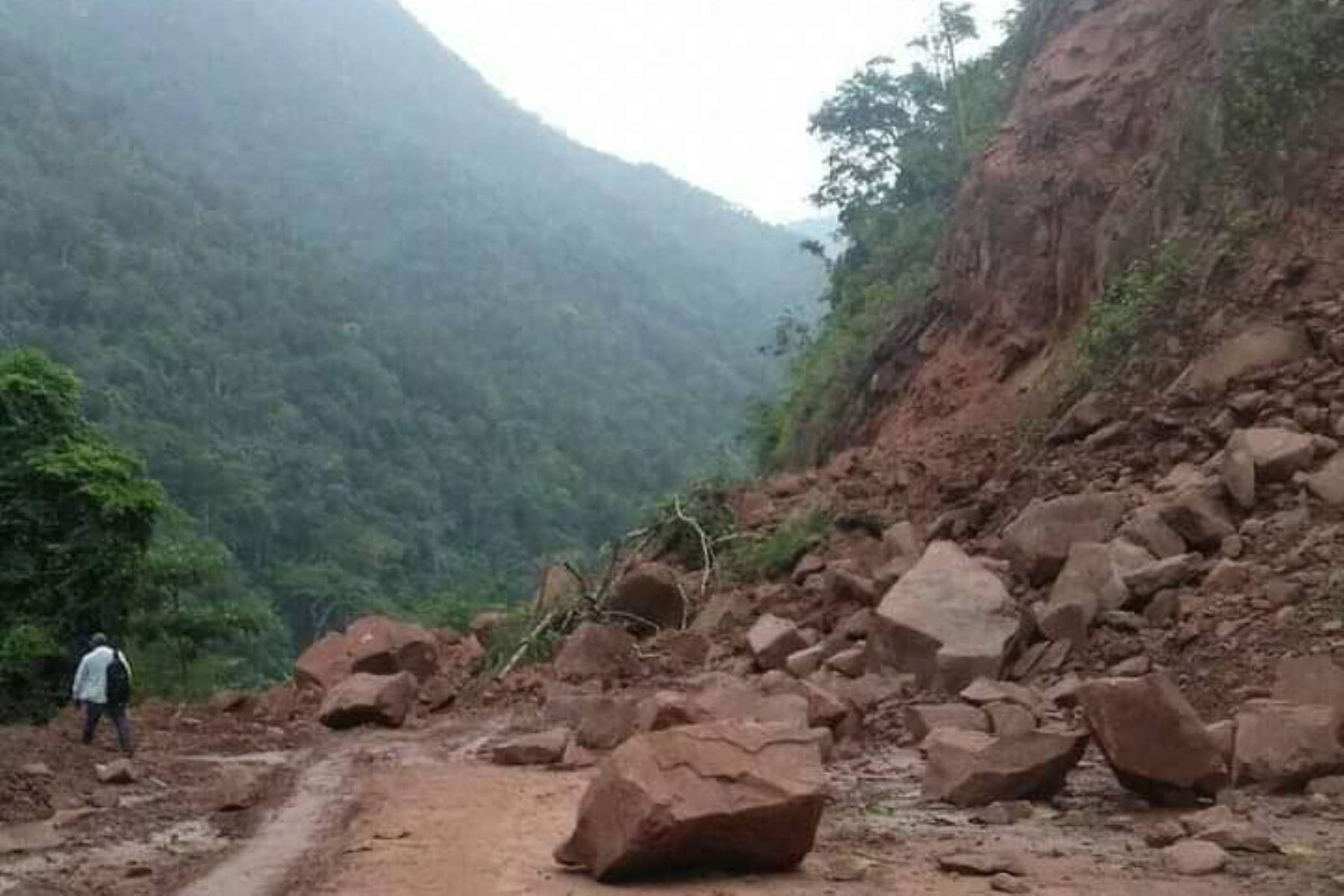 ucayali-lluvias-originan-derrumbe-que-danan-tramo-de-via-garzacocha-atalaya