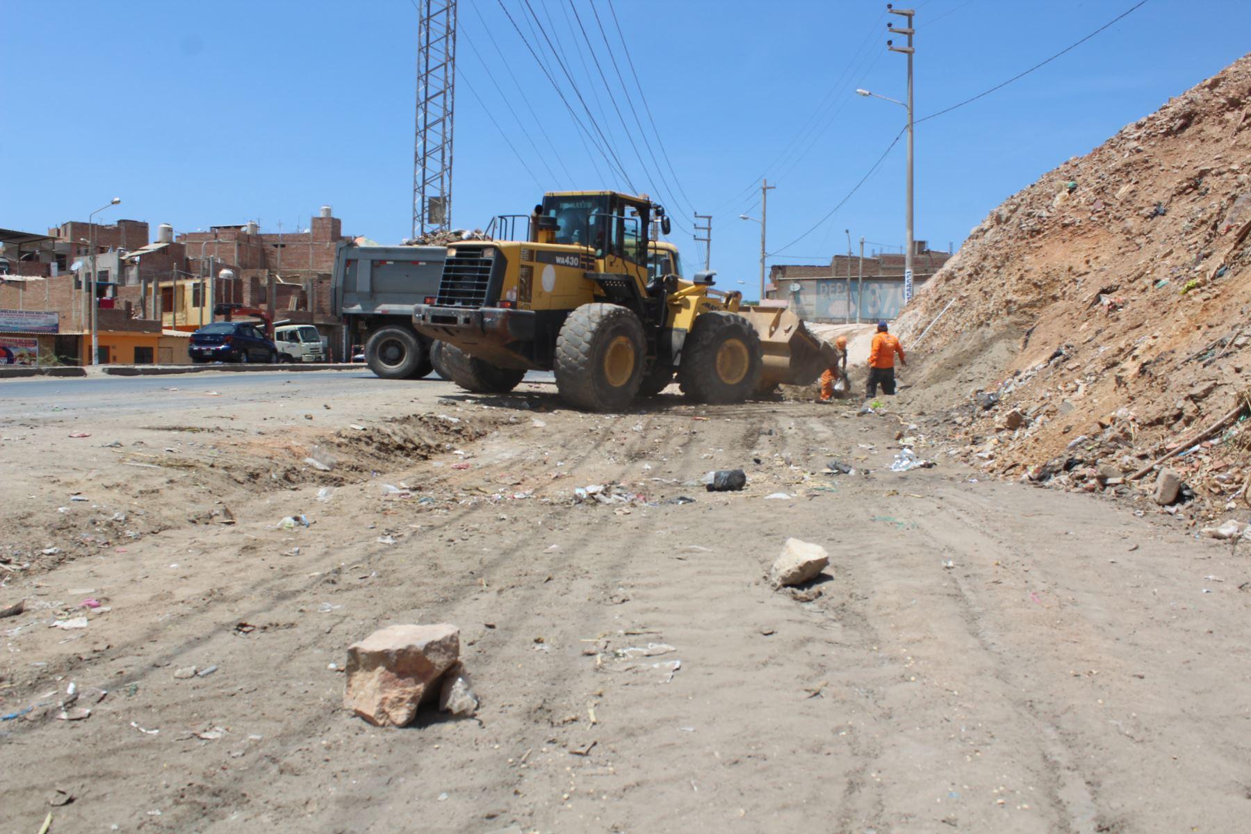 El Gobierno Regional de Lambayeque apoya a la Municipalidad Provincial de Chiclayo en el recojo de basura, en virtud a convenio de cooperación.