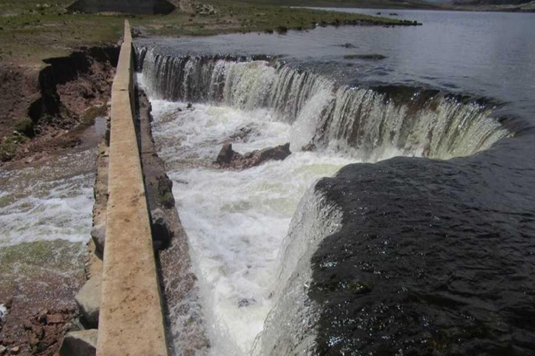 En los últimos días, el volumen de agua de la laguna Chichicocha ubicada en la parte alta de la provincia de Chupaca, en la región Junín, se incrementó en forma desmesurada, provocando temor entre la población que vive en la parte baja de la cuenca del Cunas.