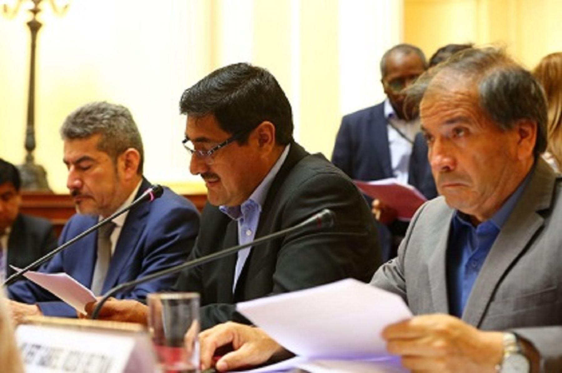 Ministro Rogers Valencia, comisión de Cultura y de Pueblos Andinos, resoluciones que anularon multas a empresa R&G