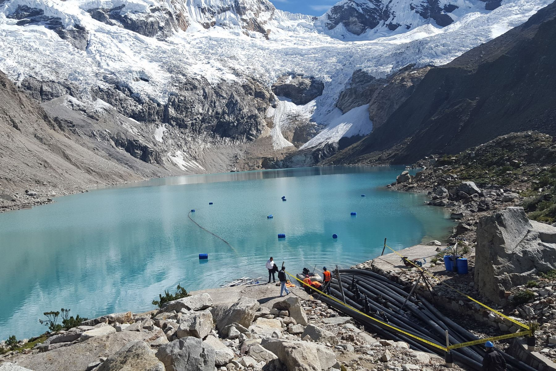 El Centro de Operaciones de Emergencia Regional (COER) Áncash confirmó hoy el desprendimiento de un bloque de hielo del nevado Pucaranra.