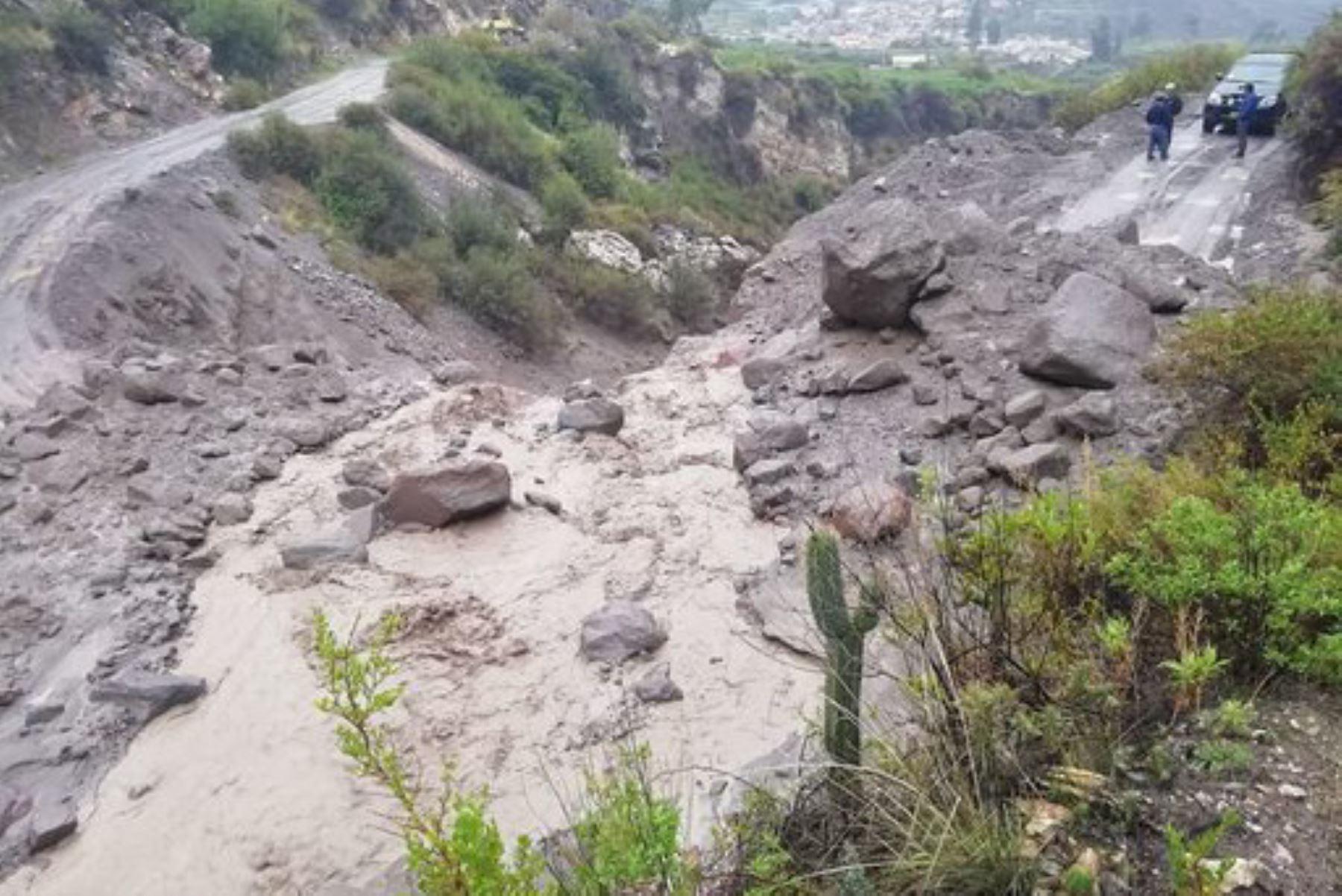 Lahar o huaico volcánico en el valle del río Ubinas se produjo por intensas lluvias, informó el Ingemmet.