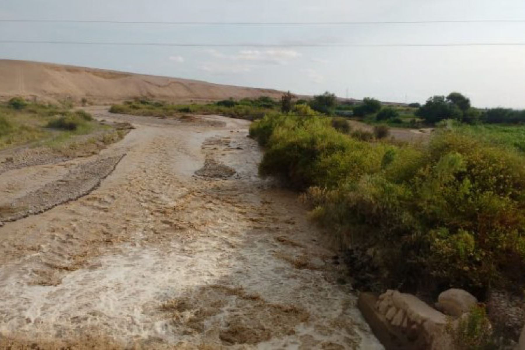 Las intensas lluvias que caen en Tacna han incrementado el caudal de los ríos de la región sureña. Foto: Senamhi