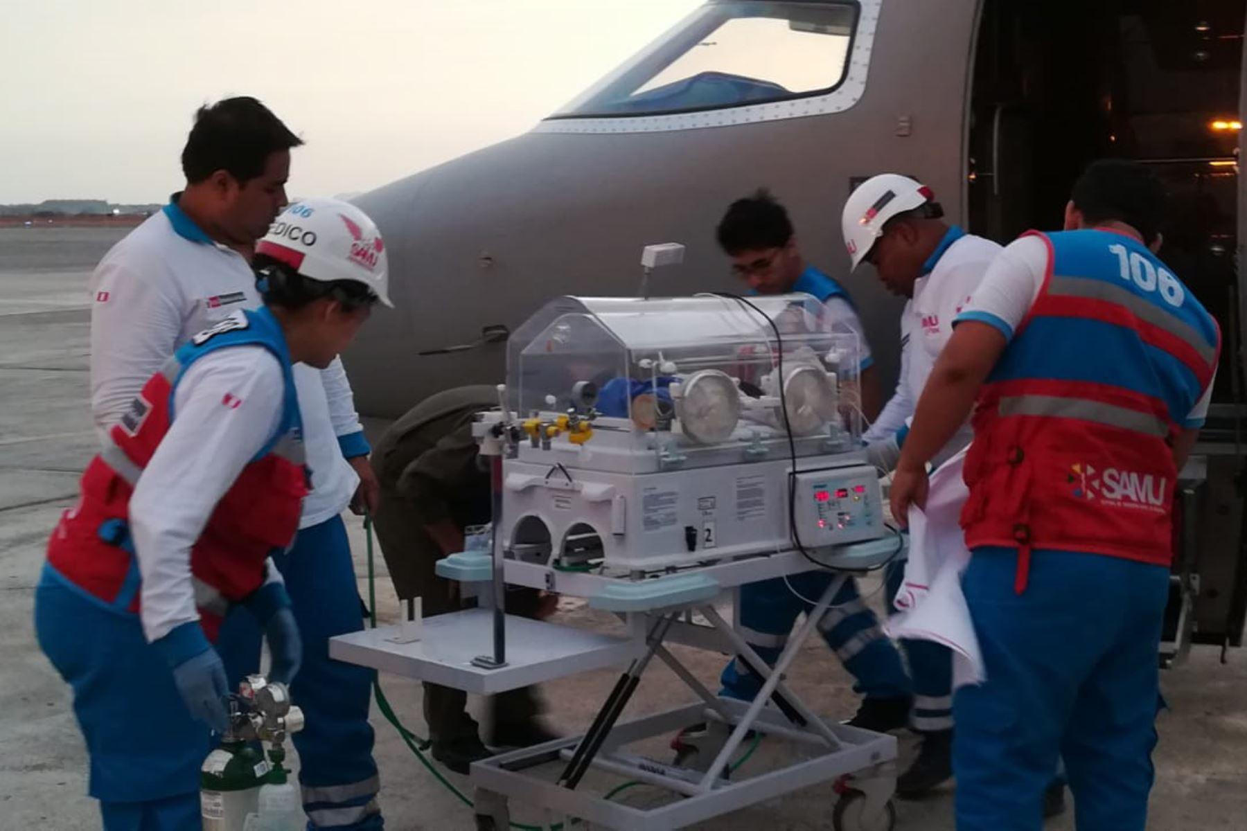 Cinco menores del interior del país en situación crítica fueron trasladados exitosamente a Lima por profesionales del Servicio de Atención Móvil de Urgencias (SAMU) y la Fuerza Aérea del Perú (FAP).