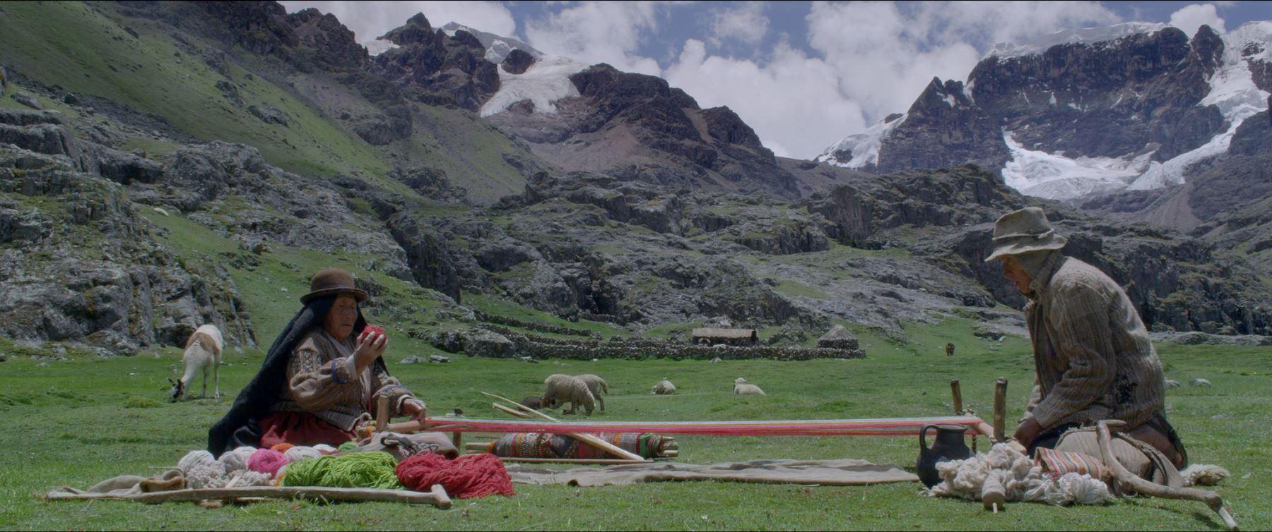 La película esta hecha en 96 planos fijos, los personajes son enmarcados por los paisajes andinos, lo que hace que su fotografía sea simple pero hermosa.
