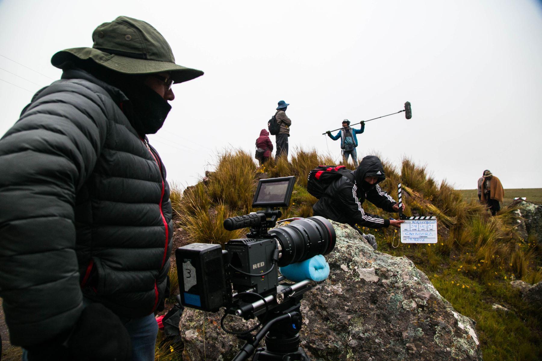 Equipo de grabación durante el rodaje de la película.