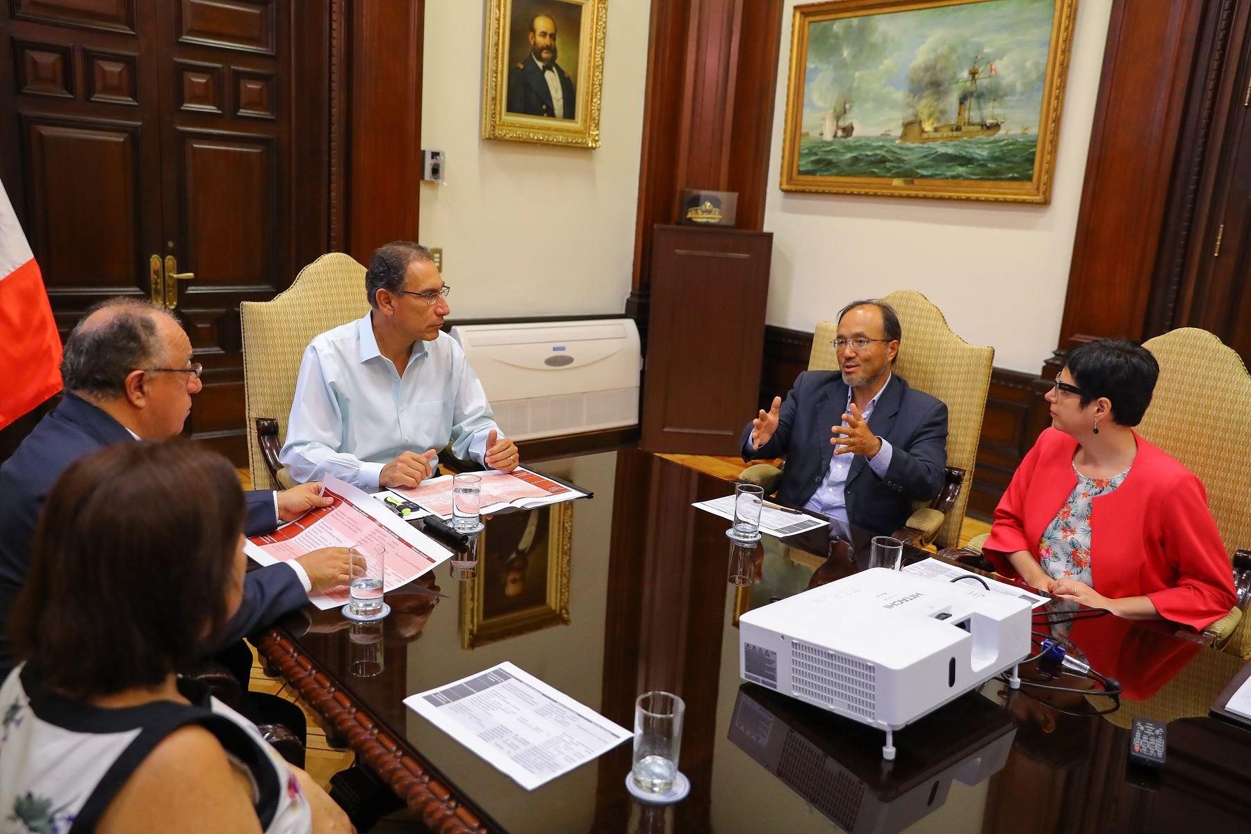 Reunión del presidente Martin Vizcarra con la comisión encargada de la reforma política.