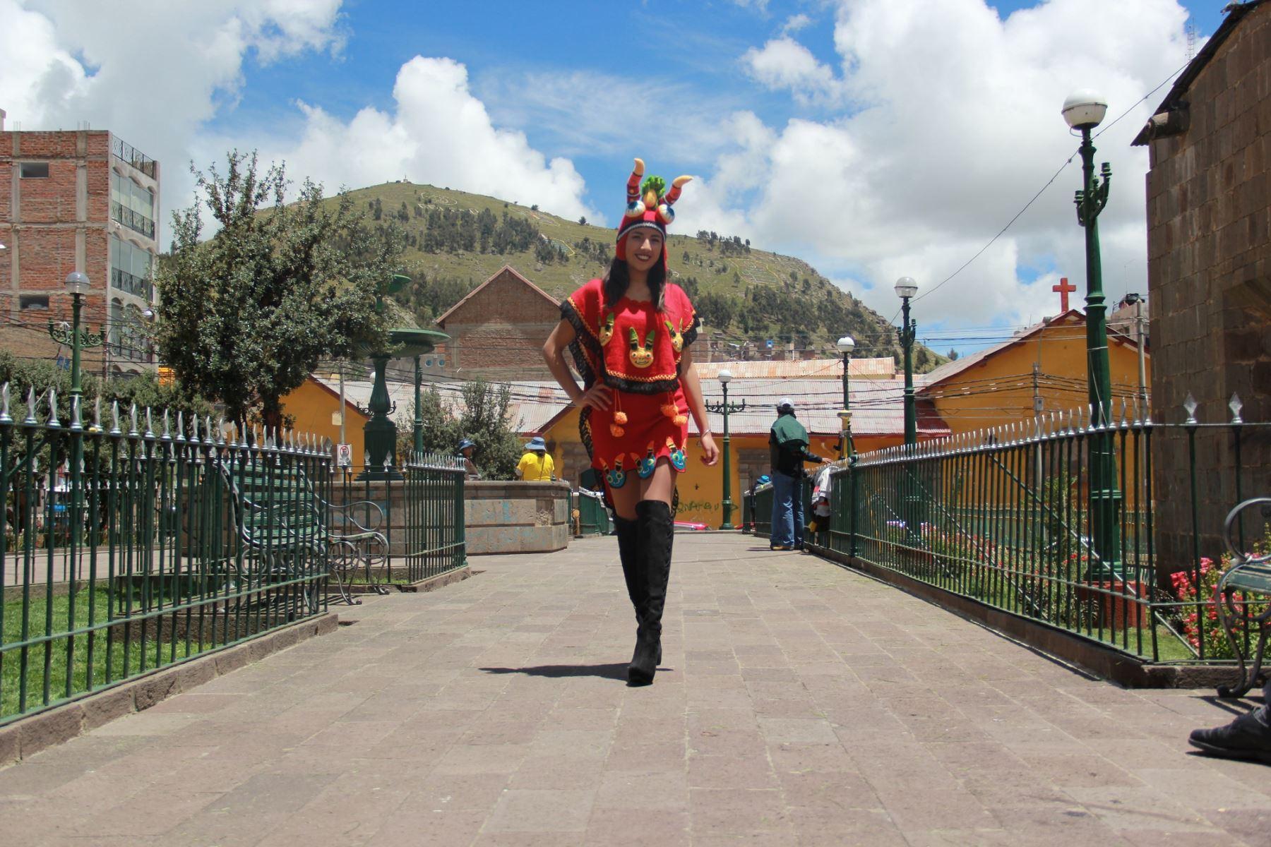 Danzantes de la diablada lucirán prendas de fibra de alpaca durante la Festividad de la Virgen de la Candelaria. ANDINA