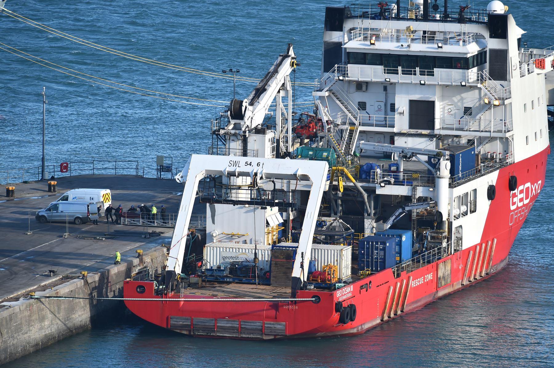 Se retiró un cuerpo del Geo Ocean III, recuperado de los restos de un avión que transportaba al futbolista argentino Emiliano Sala en el puerto de Weymouth, suroeste de Inglaterra.  Los investigadores recuperaron un cuerpo en el Canal y lo transportaron a Gran Bretaña para identificación. Foto: AFP