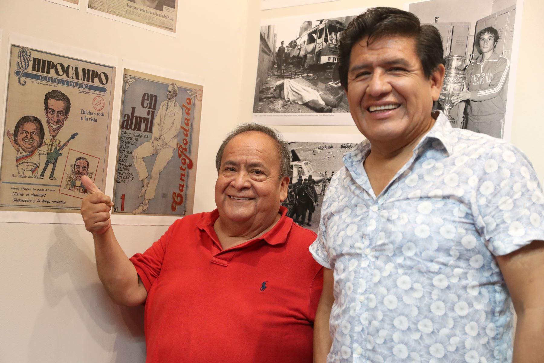 Los Shapis con una portada de unos de nuestros suplementos del Diario El Peruano, donde ellos son los protagonistas. Foto: ANDINA/Melina Mejía
