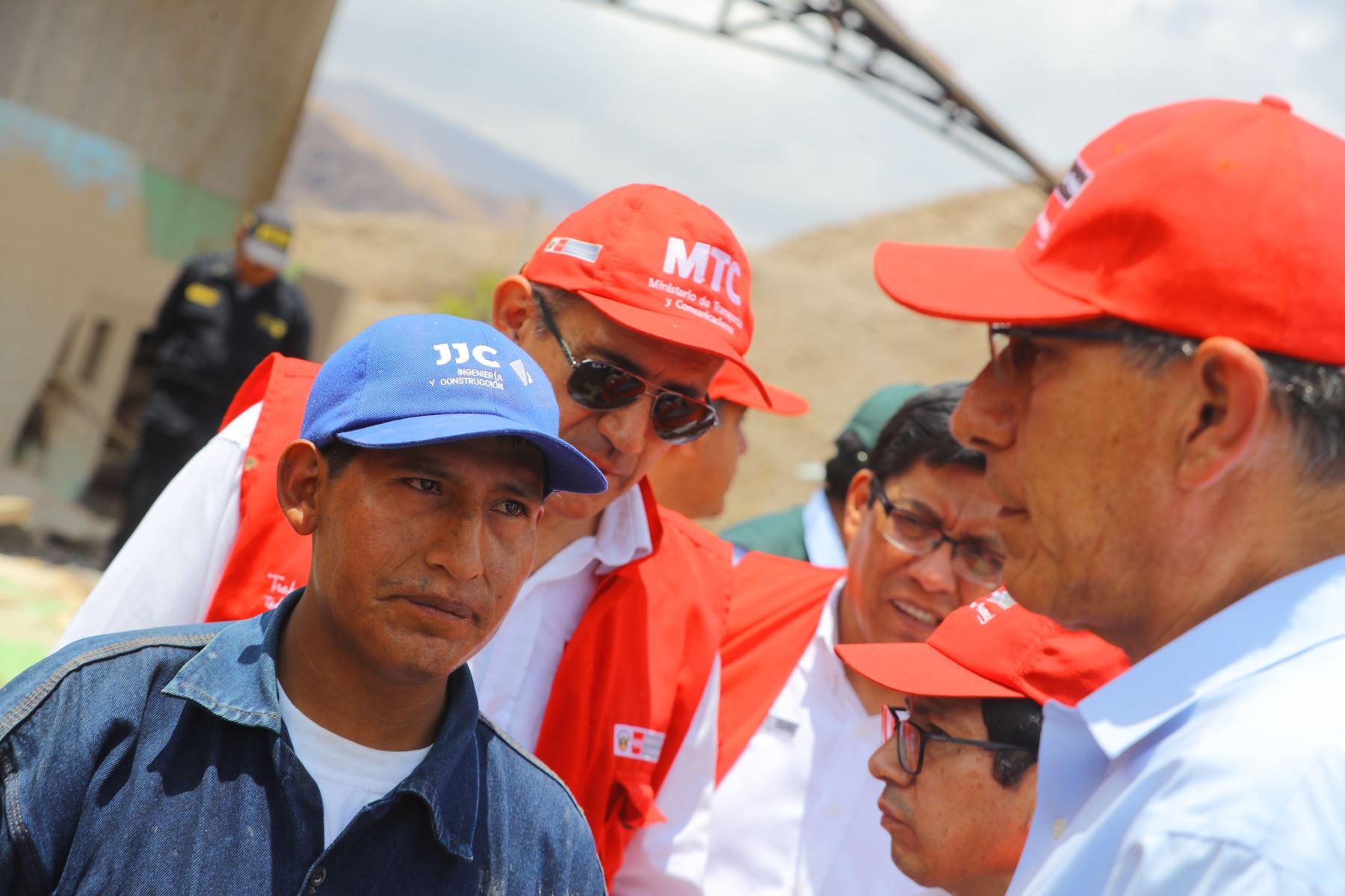 Jefe de Estado Martín  Vizcarra realizò inspección de la situación y las labores que realiza INDECI en Mirave, zona afectada por las lluvias y huaicos en la región de Tacna.Foto: ANDINA/Prensa Presidencia