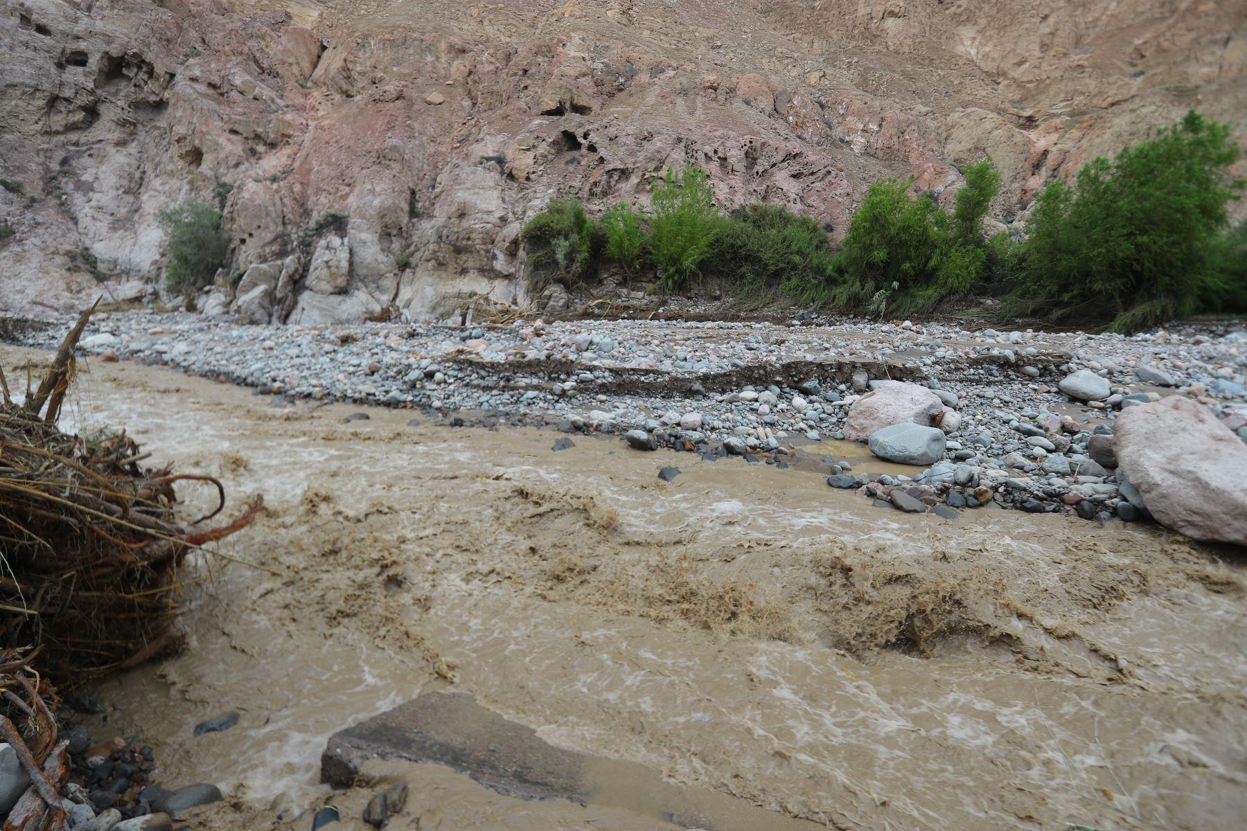 Jefe de Estado Martìn Vizcarra realizò inspección de la situación y las labores que realiza INDECI en la zona afectada por las lluvias y huaicos en la región de Moquegua. Foto:ANDINA/Prensa Presidencia
