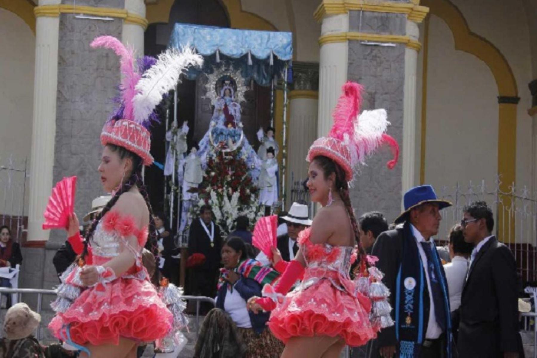 La Mamita de la Candelaria recibe el homenaje de los puneños, en medio de coloridas danzas. Foto: ANDINA/Difusión
