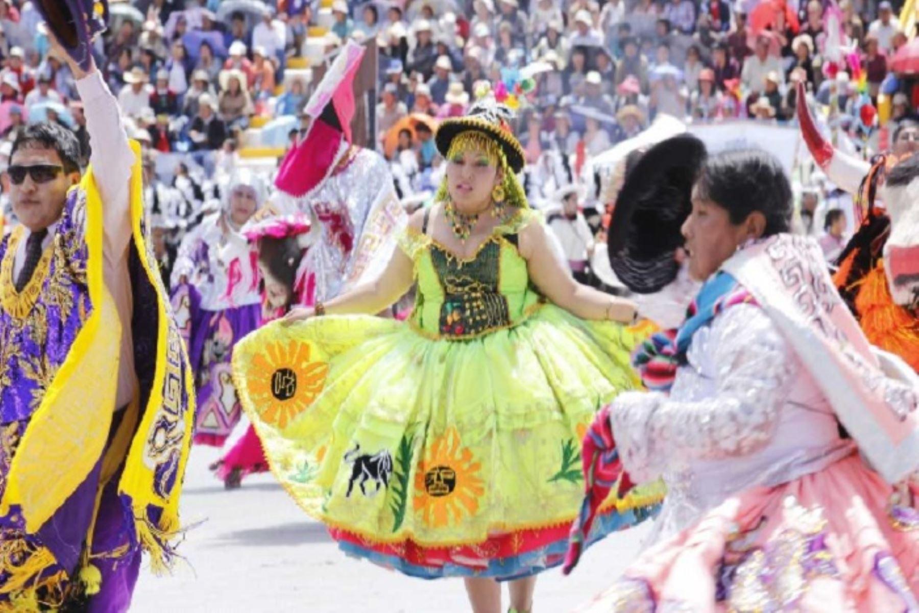 La Festividad de la Virgen de la Candelaria no sólo es religiosidad, música y danza, sino también dinamiza la economía local. Según la Cámara de Comercio y la Producción de Puno, hoy domingo 10, lunes 11 y martes 12 de febrero esta celebración generará 113' 596 729 soles.