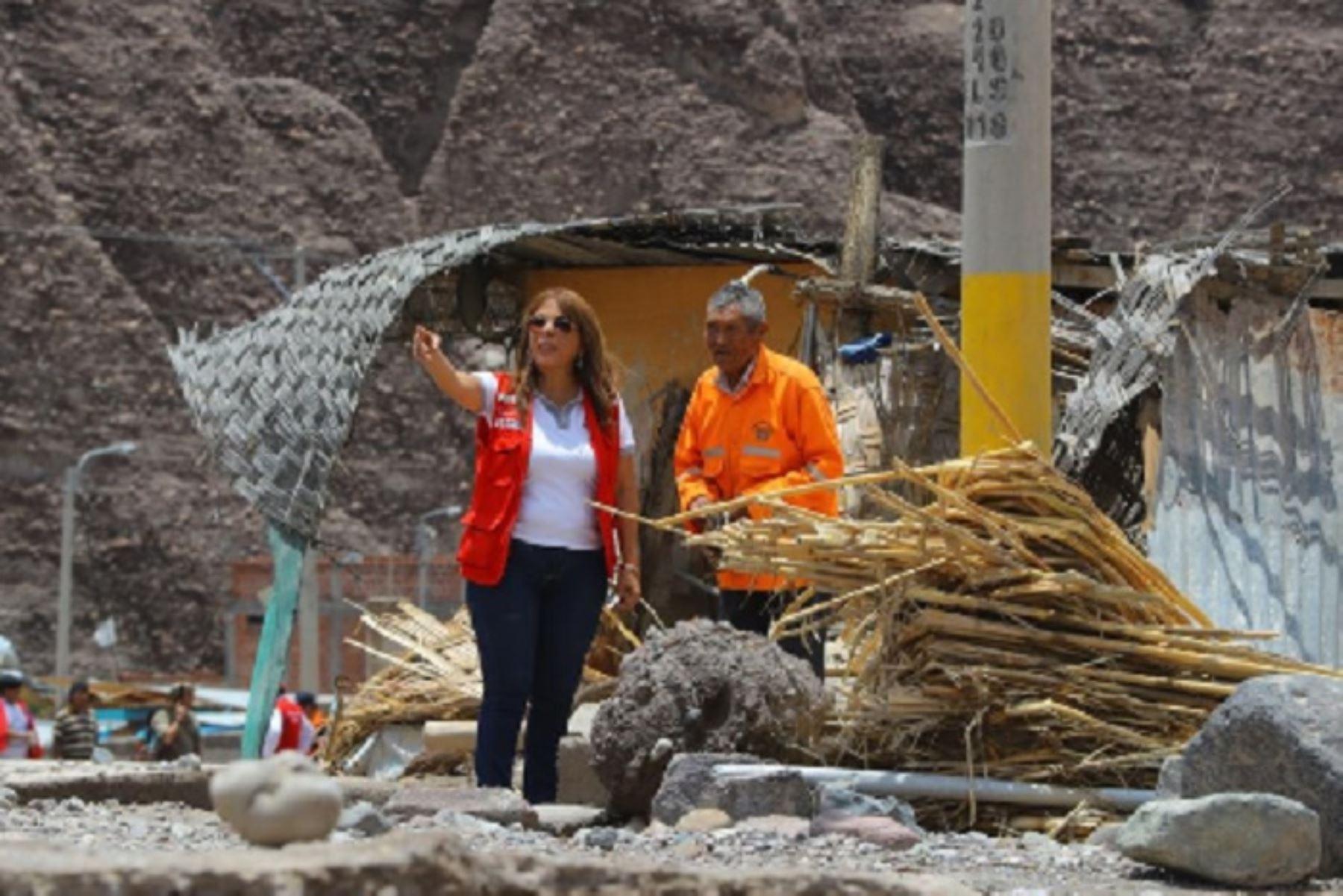 Los programas sociales del Ministerio de Desarrollo e Inclusión Social (Midis) están respondiendo a todas las necesidades de las personas que han quedado damnificadas por los huaicos en las regiones de Moquegua, Tacna y Arequipa, aseguró la ministra de Desarrollo e Inclusión Social, Liliana La Rosa.