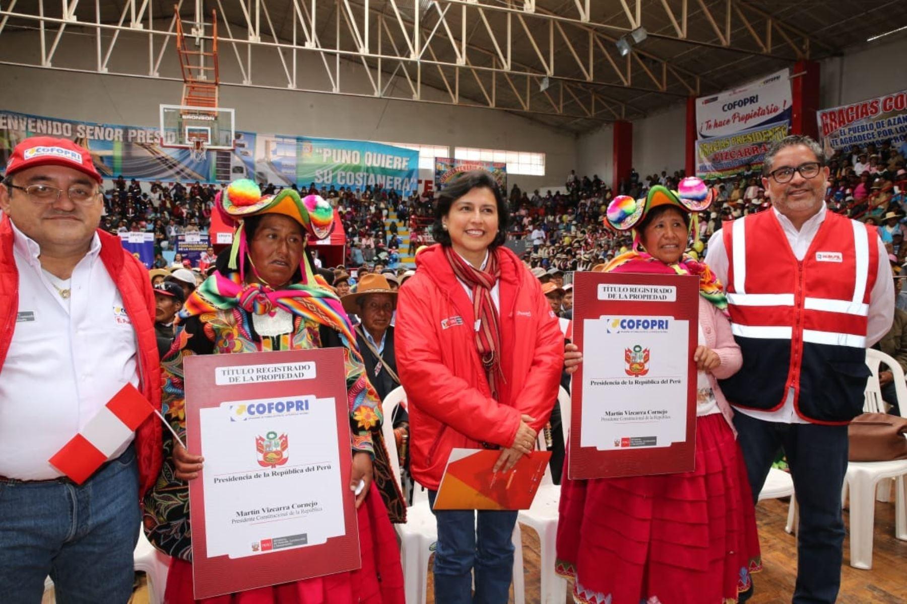 Ministra de Trabajo, Sylvia Cáceres, lanza programa Trabaja Perú 2019 y entrega títulos de propiedad en Puno. Foto: Cortesía.