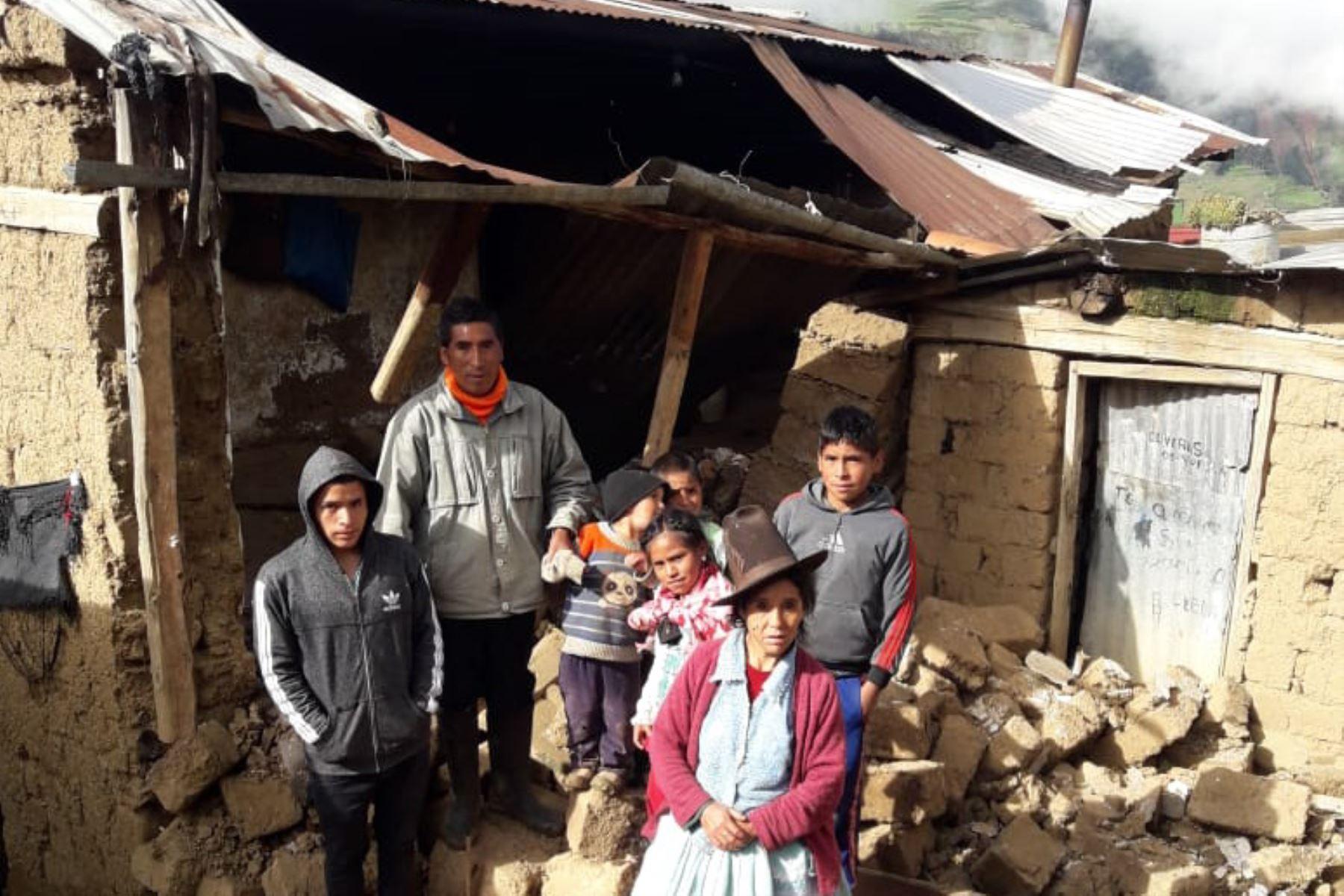 Intensas lluvias ocasionaron el derrumbe de una precaria vivienda en el distrito de Pira, región Áncash.