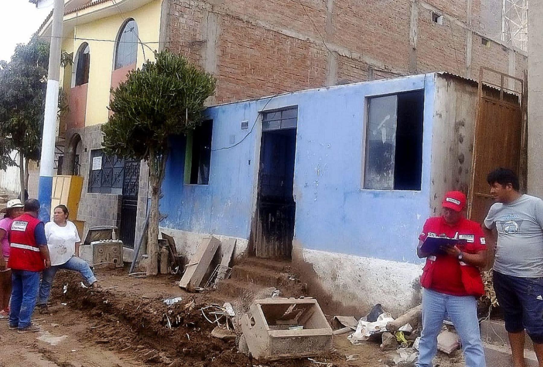 Verificación de viviendas afectadas por el huaico en Aplao, Arequipa, a cargo de Cofopri. Foto: Cortesía.