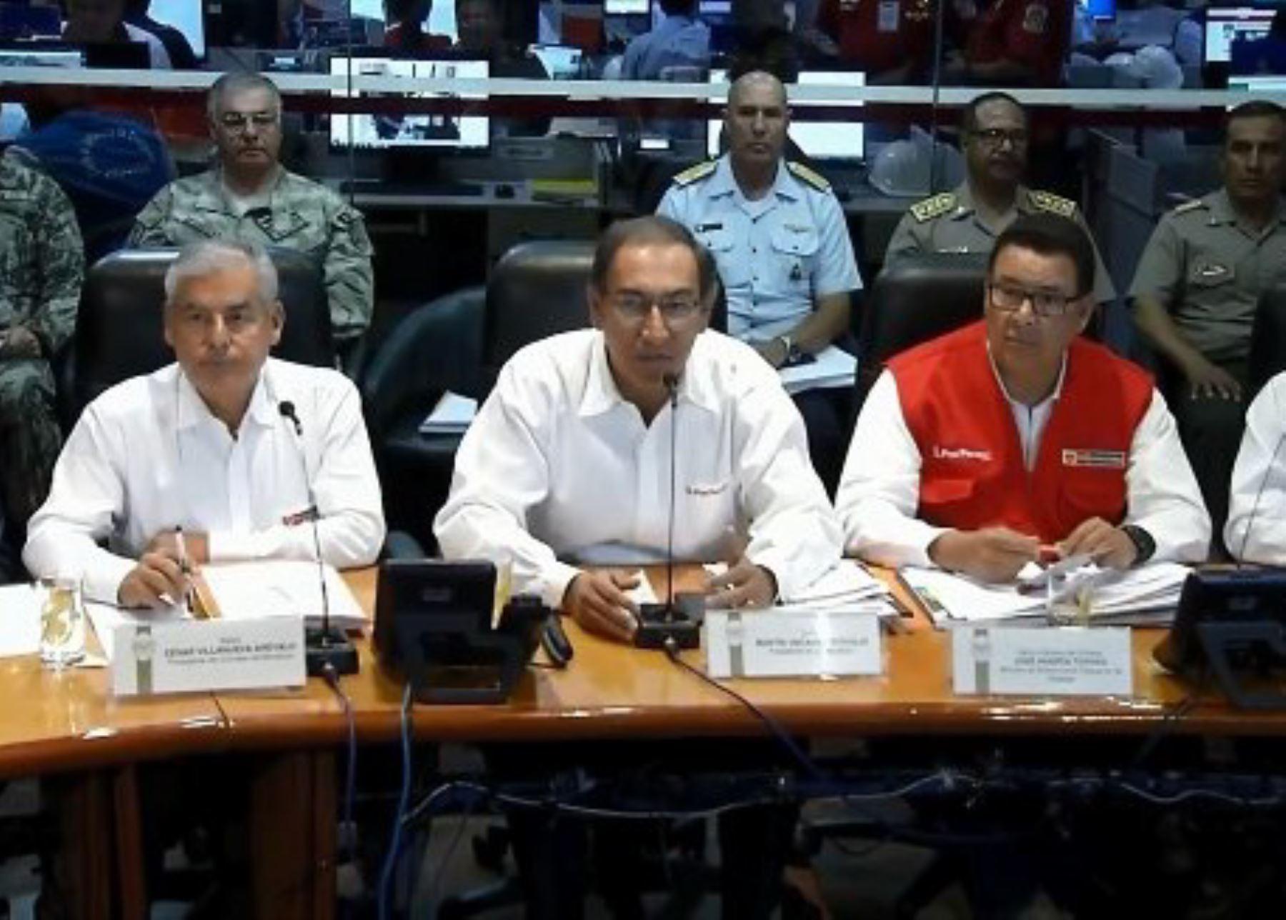 Presidente Martín Vizcarra evalúa situación de regiones del sur afectadas por las lluvias.