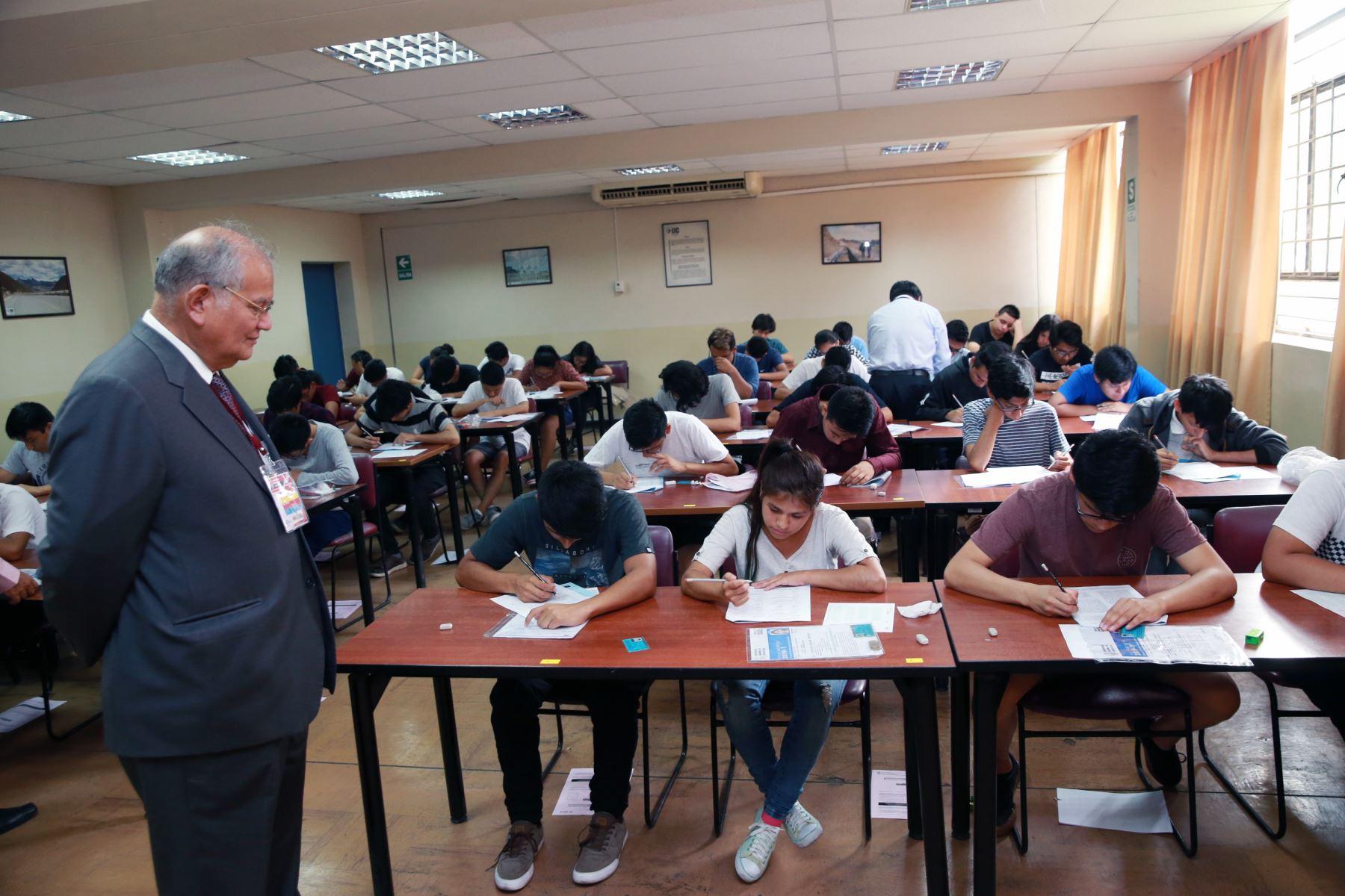 Jorge Elías Alva Hurtado rector de la UNI , supervisa el concurso de admisión de la UNI 2019 .Foto: ANDINA/Norman Córdova