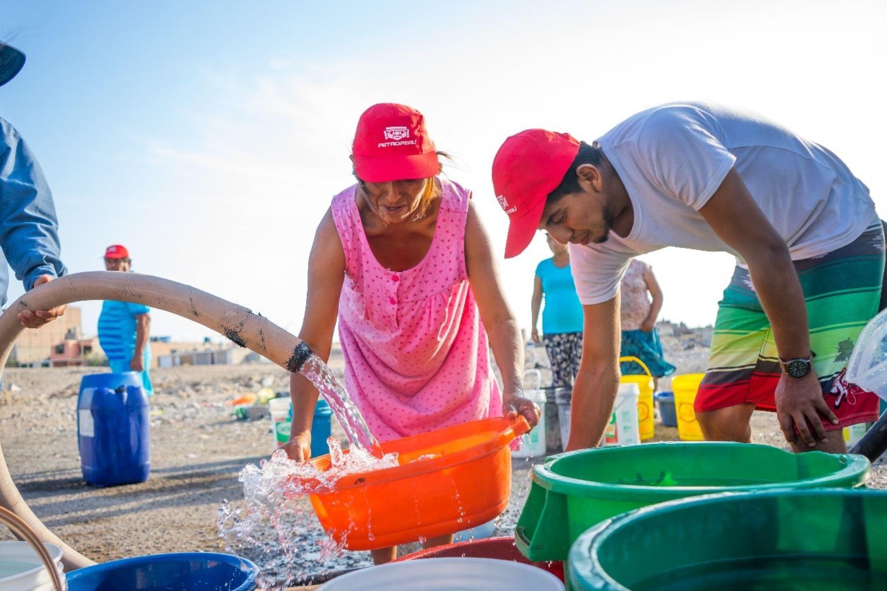 Petroperú apoya con agua potable en Ilo. Foto: Cortesía.