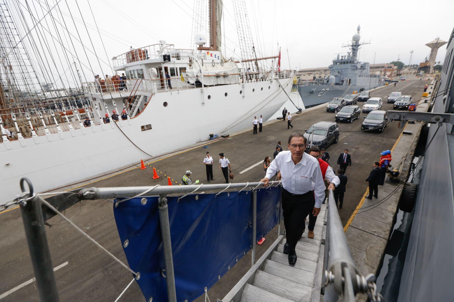 Presidente Vizcarra asiste a zarpe de BAP Pisco, que lleva más de 500 toneladas de ayuda humanitaria al sur del país. Foto: ANDINA/Prensa Presidencia