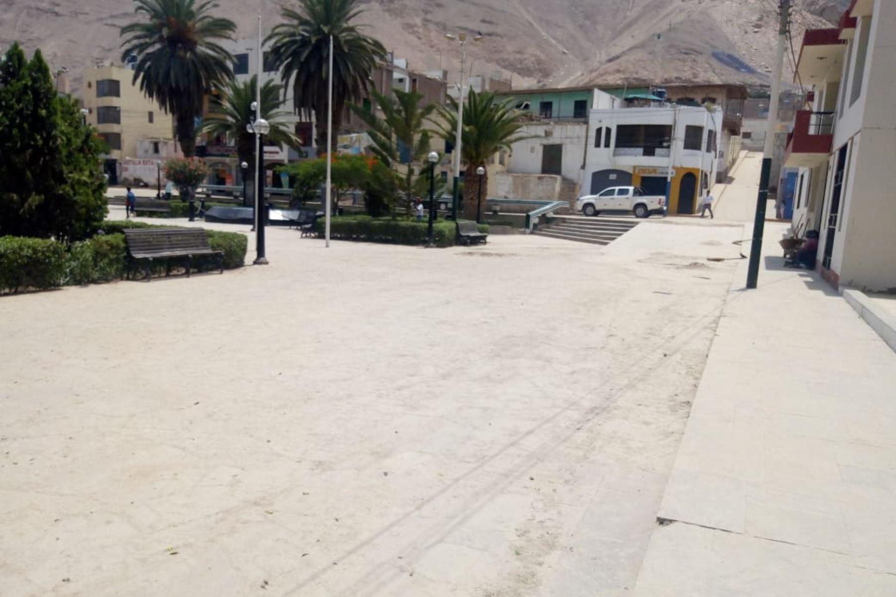 Ya lucen limpias las calles y avenidas de la ciudad de Aplao, capital de la provincia de Castilla, región Arequipa.