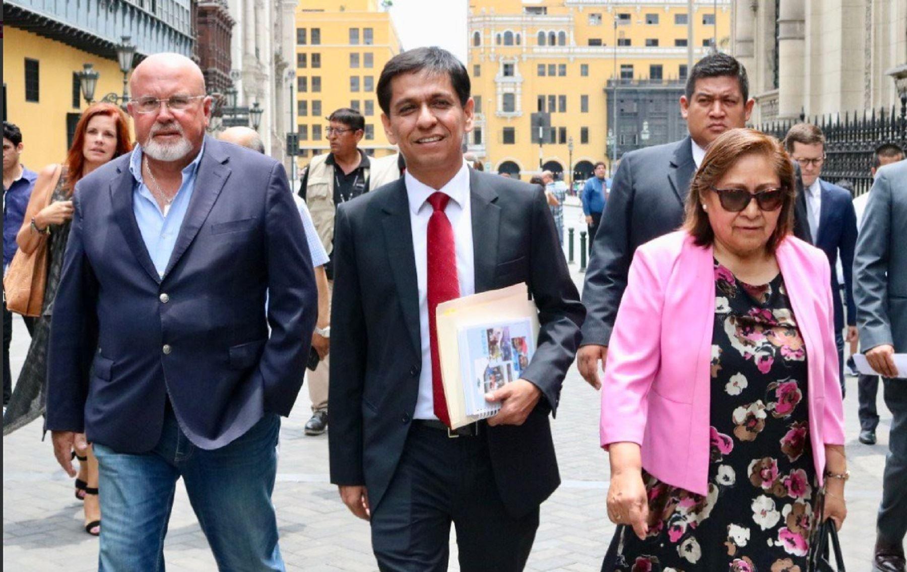 Bancada PPK, presidente Martín Vizcarra, jefe del gabinete César Villanueva, ministros de Estado