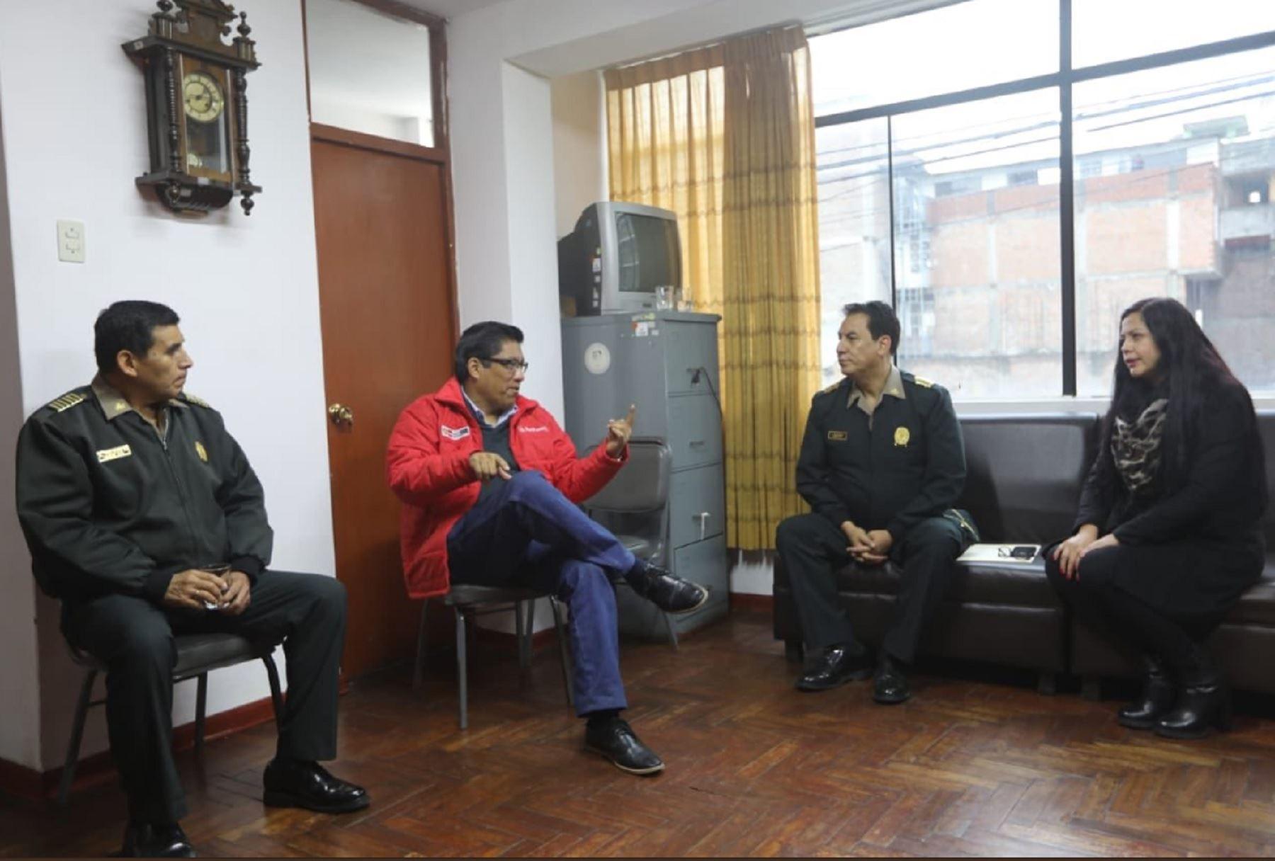 Ministro Vicente Zeballos se reúne con autoridades policiales de Junín por emergencia ante lluvias que soporta región.