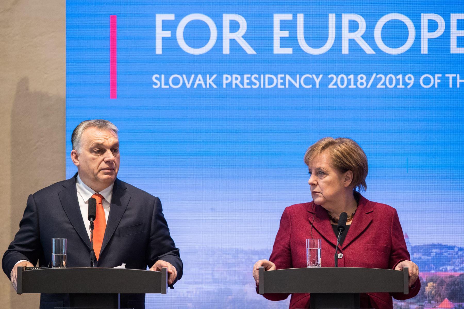 La canciller alemana Angela Merkel, junto al primer ministro de Hungría, Viktor Orbán Foto: AFP