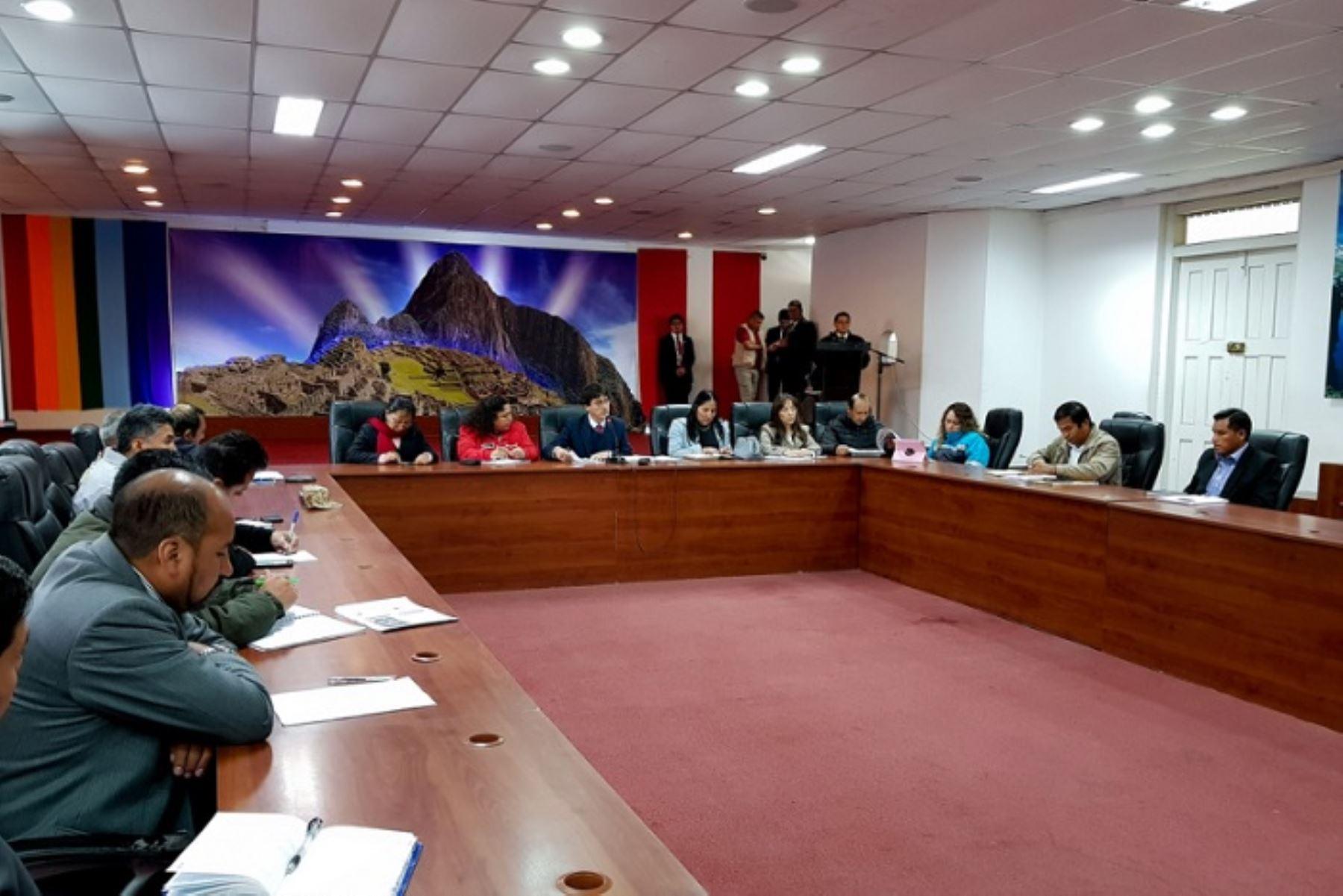 La ministra del Ambiente, Fabiola Muñoz, se reunió con las autoridades de la región Cusco a fin de evaluar y adoptar las medidas necesarias para atender a los damnificados y las zonas afectadas por la caída de huaicos, debido a las lluvias en dicha jurisdicción.